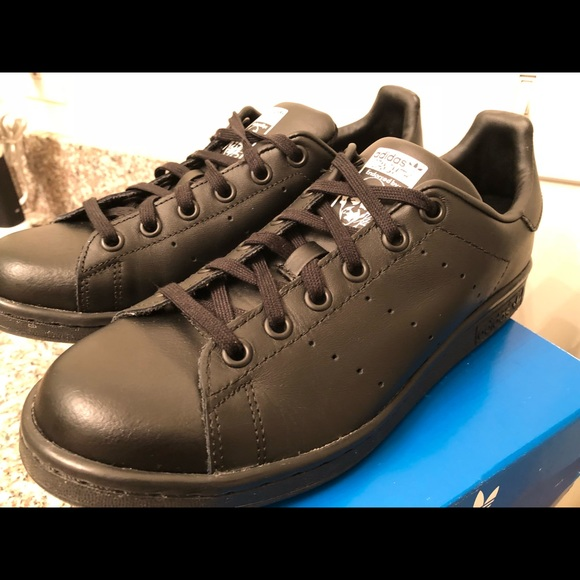 NEW Adidas Originals Stan Smith J TRIPLE BLACK LEATHER Youth Shoes Boys M20604